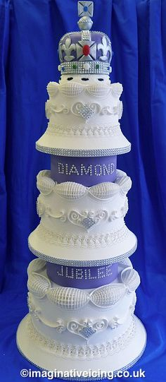 The Queens Diamond Jubilee Royal Iced Cake 2012 English Over Piping Beautiful Wedding Cakes, Gorgeous Cakes, Pretty Cakes, Amazing Cakes, Royal Icing Cakes, Fondant Cakes, Unique Cakes, Creative Cakes, Cupcakes