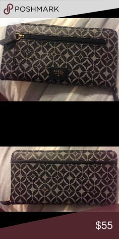 Fossil wallet Never used navy fossil wallet, that is awesome and pretty spacious. Fossil Bags Wallets