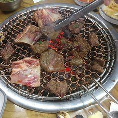 何日前に 食べた牛肉ㅜㅜまた食べたい!!! ところで 僕は 毎日 食べ物写真だけ アップロードするね、、ブタように 見せるㅋㅋㅋㅋㅋㅋ #牛肉 #98 #ソウル #daily  #일상 #fff #韓国 #日本 #肉 #ブタ #美味しそう #韓国人 #선팔 #맞팔 #食べ物 #夜ご飯 #フォロー #선팔하면맞팔