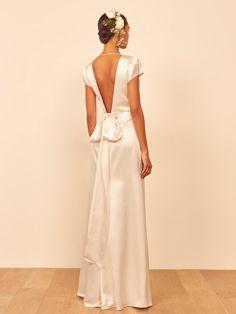 White fashion open back bow light dressMaterial: PolyesterStyle: FashionSeason: Four SeasonsColor: whiteSize:S-2XLSize Chart:SizeUKEURBustWaistHipS63470-8556-7180-95M83674-8960-7584-99L103878-9364-7988-103XL124082-9768-8392-1072XL144286-10372-8796-111 Minimalist Wedding Dresses, Classic Wedding Dress, Timeless Wedding Dresses, Minimal Wedding, Wedding Dresses Plus Size, Wedding Dress Styles, Geranium Dress, Wedding Dresses Pinterest, White Bridal Shower
