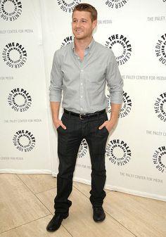 Ben McKenzie aka, Ryan Attwood. Yes, you are good lookin'!