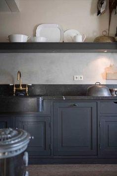 Black countertops with grey cabinets Kitchen Interior, New Kitchen, Kitchen Dining, Kitchen Decor, Kitchen Ideas, Cheap Kitchen, Kitchen Sink, Design Kitchen, Kitchen Colors