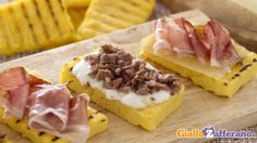 Crostini rustici di polenta Feel Good Food, I Love Food, Prosciutto, Crepes, Party Finger Foods, Yummy Food, Tasty, Snacks, Restaurant Recipes