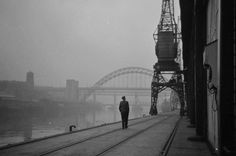 Misty morning on Newcastle Quayside 1962 Newcastle Quayside, North East England, Durham, Driveway Gate, Camera Obscura, Old Photos, Banksy, Vintage Photographs, Mother Earth