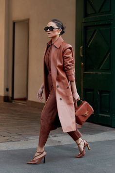 The Best Street Style Looks at Milan Fashion Week Fall 2020 Milan Fashion Week Street Style, London Fashion Weeks, Autumn Street Style, Cool Street Fashion, Classy Street Style, Ny Fashion Week, Street Styles, 2020 Fashion Trends, Fashion Clothes