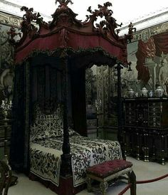 Amazing and Unique Victorian Bedroom Design Ideas. Applying Main Victorian Bedroom Design Ideas in your home can be very fun, especially for women, who dream to live like a queen. Most people prefer th. Gothic Room, Gothic House, Gothic Mansion, Gothic Living Rooms, White Mansion, Victorian Furniture, Victorian Decor, Steampunk Furniture, Dream Rooms