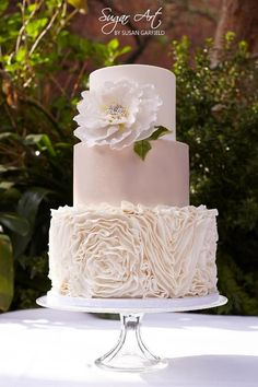 Featured wedding cake: Sugar Art By Susan; Drop Dead Gorgeous Wedding Cake Idea… Featured wedding cake: Sugar Art By Susan; Unique Wedding Cakes, Beautiful Wedding Cakes, Gorgeous Cakes, Wedding Cake Designs, Pretty Cakes, Wedding Cake Toppers, Dead Gorgeous, Trendy Wedding, Cake Wedding