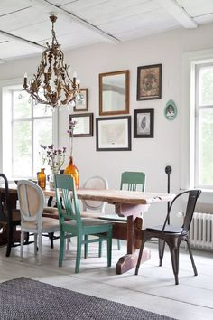 Secret House, Nordic Home, Old Houses, Staging, Building A House, School Building, Dining Table, Dining Rooms, Gallery Wall
