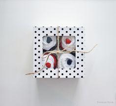 freckles chick: DIY baby shower gift: onesie/sock cupcakes