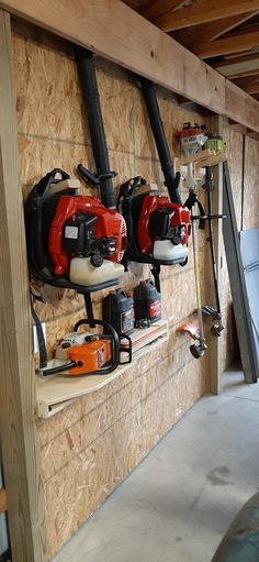 Storage Shed Organization, Garage Workshop Organization, Diy Storage Shelves, Garage Tool Storage, Barn Storage, Storage Ideas, Garbage Storage, Garage Shelf, Workshop Storage