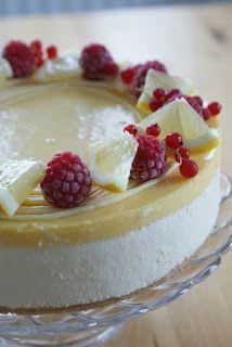 Joitain viikkoja sitten tein syntymäpäiväkakun jonka väliin tuli sipaisu lemoncurdia ja valkosuklaamoussea. Tällä kombolla olen kakkuja teh... Finnish Recipes, Cake Recipes, Dessert Recipes, Yummy Cakes, Cake Decorating, Sweet Treats, Bakery, Cheesecake, Food And Drink