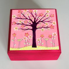 Super cute jewelry box, print lacquered on top Girls Jewelry Box, Cute Jewelry, Jewelry Art, Jewellery Box, Painted Wooden Boxes, Wooden Art, Hand Painted, Pink Bird, Bird Tree