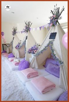 Sleepover Party Inside Slumber Party Decorations - Best Home & Party Decoration Ideas Kinder Spa Party, Birthday Sleepover Ideas, Sleepover Room, Sleepover Birthday Parties, Birthday Party For Teens, Cool Sleepover Ideas, Slumber Party Ideas, Sleep Over Party Ideas, Tent Parties