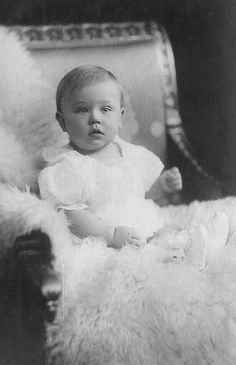 His Highness Prince Bernhard of Saxe-Meiningen Vintage Kids Photography, Children Photography, Old Photographs, Old Photos, German Royal Family, Young Prince, Royal Babies, Friedrich, Rare Pictures