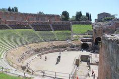 26/04/2016-Empezamos este soleado día con la foto de nuestra viajera Ana Lilia desde el teatro de Taormina durante su Circuito Sicilia y Sur de Italia. ¿Qué os parece?¿No os gustaría conocerlo en directo? ¡Ven con nosotros!