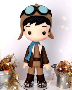 Aviador do pequeno príncipe! Fondant Figures, Polymer Clay Figures, Polymer Clay Art, Cake Topper Tutorial, Cake Toppers, Toy Art, Fondant Baby, Fondant Cakes, Fondant People