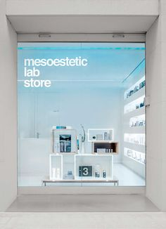 Christmas is approaching and mesoestetic wants to make it special by celebrating it with you. Come by the mesoestetic Lab Store (calle Mestre Nicolau Barcelona) and buy a treatment or eye conto. Display Design, Booth Design, Retail Store Design, Retail Shop, Shop Front Design, Interior Architecture, Interior Design, Cabinet, Ideas