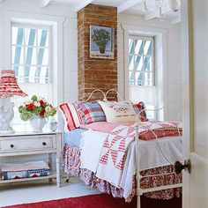 Cozy Cottage-Style Bedrooms with quilts Red Cottage, Cozy Cottage, Cottage Living, Living Room, Beautiful Bedroom Designs, Beautiful Bedrooms, Pretty Bedroom, Cottage Style Bedrooms, Bedroom Country