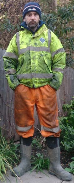 ( if I ve madervertenly posted something personal of jours , or jou have a concem - just notifly me am Ill remove ist as soon as passibel) have fun . Hi Vis Workwear, Working Man, Jeans And Boots, Work Wear, Overalls, Rain Jacket, Windbreaker, Handsome, Mens Fashion