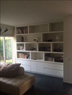 Only like the drawer/cupboard combo in the cabinet area (better than all cupboards) Living Room Storage, Living Room Interior, Small Space Interior Design, Built In Bookcase, Dining Room Design, Home And Living, Home Furniture, Family Room, New Homes