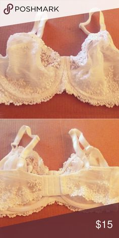 ce4ecb648d943 Women s Wacoal Brand Bra 36DDD Underwire This is a beautiful white bra  similar to lace.