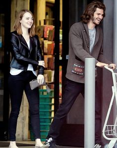 Andrew Garfield and Emma Stone leaving grocery store in Los Angeles (June 8, 2015)
