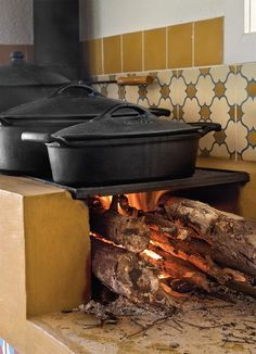 """Every real country cottage/farm in Brazil should have a """"wood stove"""", called """"fogao de lenha"""" in Brazil. I'm not sure why, but food always taste better when cooked in one of these pots and at a wood stove. Another addition for the outdoor kitchen idea Rocket Stoves, Cast Iron Cooking, Fire Cooking, What's Cooking, Outdoor Kitchen Design, Luxury Interior Design, Cottage Homes, Outdoor Cooking, Hearth"""