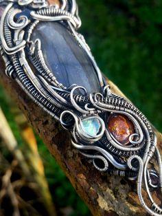 Heady Wire Wrapped Pendant  Handmade Jewelry  от BstilesDesign