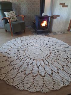 Kate's Crochet World Crochet Tablecloth Pattern, Crochet Doily Rug, Crochet Carpet, Crochet Rug Patterns, Crochet Flowers, Cotton Crochet, Crochet Star Stitch, Diy Mantel, Diy Crafts Crochet