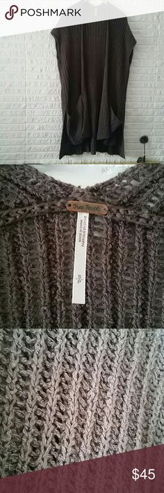 Free People Small Grey Oversized Sweater Vest Fantastic condition with huge pockets, extremely comfortable. Charcoal gray knit material. 87% cotton 13% linen Free People Sweaters