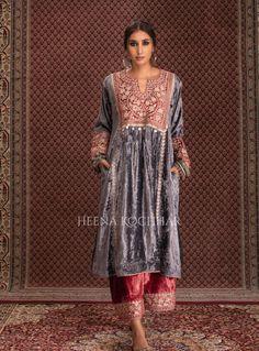 Indian Fashion Dresses, Ethnic Fashion, Indian Outfits, Women's Fashion, Velvet Suit Design, Velvet Dress Designs, Pakistani Dress Design, Pakistani Dresses, Velvet Pakistani Dress