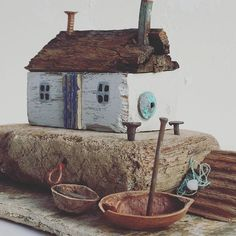I like her little houses Beach Crafts, Home Crafts, Fun Crafts, Diy And Crafts, Driftwood Projects, Driftwood Art, Small Wooden House, Wooden Art, Scrap Wood Art