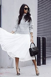 """fashion-clue: """" justthedesign: """" This grey marl knitted jumper goes perfectly with a floaty chiffon skirt. Via Kayla Seah. Sweater: One Teaspoon, Skirt: Aritzia, Shoes: Jimmy Choo, Bag:. Work Fashion, I Love Fashion, Fashion Outfits, Fashion Tips, Net Fashion, Style Fashion, Berlin Mode, Berlin Fashion, Knitwear Fashion"""