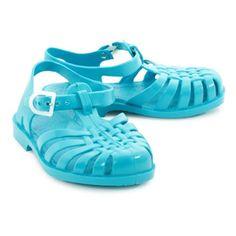 45fb957dd65 Notre sélection mode déco Turquoise pour cet été. Petite shopping liste  d été - Sandales plastique enfant ...