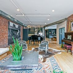 The singer-songwriter is seeking renters once again for her eclectic Soho apartment Soho Apartment, Apartment Styles, Vanessa Carlton, Soho Loft, New York Apartments, Urban Loft, Eclectic Decor, Architectural Digest, House Plans