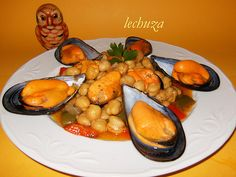 Garbanzos con mejillones-plato Chicken Wings, Meat, Food, Gastronomia, Chickpeas, Dishes, Cooking, Recipes, Mussels
