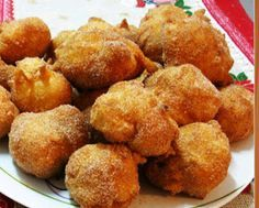 """Portuguese """"Dreams"""" Recipe Recipe & Posted by: Portuguese Menu Blog Today I´m sharing my mother´s recipe of a typical Portuguese Christmas sweet called """"Sonhos"""". """"Sonhos"""" is the Portuguese word for dreams.  http://portuguesemenu.blogspot.com/2012/12/portuguese-christmas-sweets-dreams.html"""