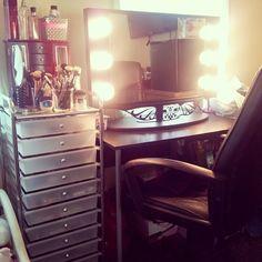 Makeup vanity set