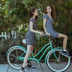 20 Fashion Trends That Won't Make You Look Totally Dated - Bicycle Women, Bicycle Girl, 90s Fashion, Autumn Fashion, Fashion Trends, Fashion Inspiration, Bicycle Pictures, Female Cyclist, Cycle Chic