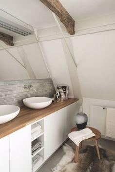 Un style nordique nature pour cette salle de bains. Plus de photos sur Côté Maison http://petitlien.fr/8546