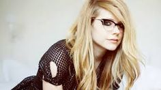 avril lavigne in glasses