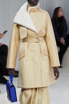 See all the Details photos from Hermès Autumn/Winter 2020 Ready-To-Wear now on British Vogue Fashion Mumblr, Fast Fashion, Fashion Outfits, Down Parka, Parka Coat, Fur Coat, Parka Style, Student Fashion, Victoria Secret Fashion Show