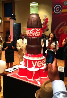 Coca Cola Cake - probably served at a function of the corp. offices in Georgeia. Coca Cola Drink, Pepsi, Coca Cola Party, Coca Cola Cake, Crazy Cakes, Fancy Cakes, Beautiful Cakes, Amazing Cakes, Birthday Cakes