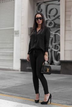 Johanna Olsson dresses up this pair of black joggers by pairing them with matching stilettos and a chiffon blouse, creating a classy and sophisticated look which we love! Trousers: Sundry, Shirt: Hunky Dory, Bag: Louis Vuitton, Shoes: Steven Madden.