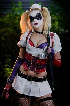 Character: Harley Quinn (Dr. Harleen Quinzel) / From: Warner Bros. Interactive Entertainment's 'Batman: Arkham Asylum' Video Game / Cosplayer: Coati Cosplay
