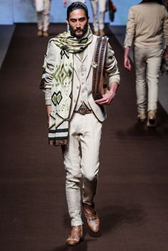 Searching for a Hero–Kean Etro looks to masked outlaw Zorro as muse for the spring/summer 2014 season. Embracing Spanish colonial imagery, Etro's prints are… Men Fashion Show, Only Fashion, Mens Fashion, Milano Fashion Week, New York Fashion, Vogue Paris, Spring Summer, Spring 2014, Summer 2014