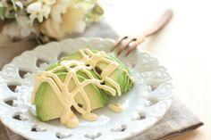 Maioneză de avocado, perfectă pentru o salată de crudități, salată bouef sau supe cremă.