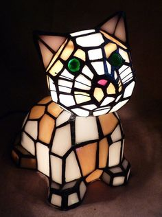 Tiffany Style Green Eyed Cat Bobble Head Table Lamp Night Light