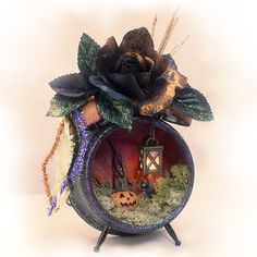 Linda Ledbetter - Assemblage Clock I'd like to make one for Christmas. Do a poinsettia bud on top and do Christmas snow and trees and such inside. Halloween Items, Holidays Halloween, Halloween Crafts, Holiday Crafts, Halloween Decorations, Crafty Projects, Projects To Try, Clock Craft, Paper Crafts
