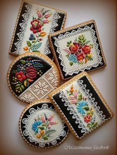Hungarian Embroidery Design cookie artwork - When most people think of cookies, the aroma and the scrumptious taste are what usually comes to mind. Lace Cookies, Flower Cookies, Royal Icing Cookies, Yummy Cookies, Cupcake Cookies, Sugar Cookies, Cupcakes, Cookie Bouquet, Cookie Favors